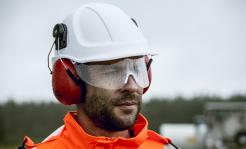 safety helmet with retractable visor
